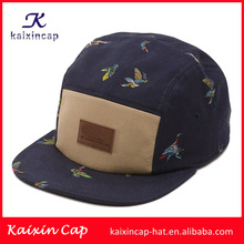 Alta calidad digital impreso 5 panel sombrero con el logotipo de parches de cuero en la parte delantera/custom 100% cotton5 panel sombrero con Factura plana