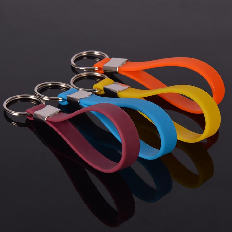 Silicone Wristbands Custom Bracelet Cheap /Silicone Bands in Keychain Form