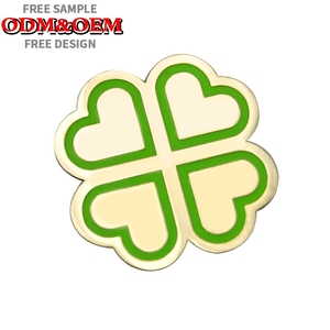 New products green four leaf clover lapel pin/clover shape soft enamel badge/custom clover pin badge