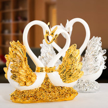 Graceful Garden And Home Decoration Resin Swan