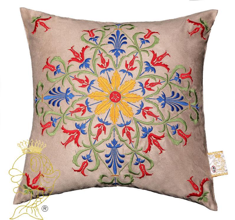Grande divano cuscini promozione fai spesa di articoli in for Divano letto regalo