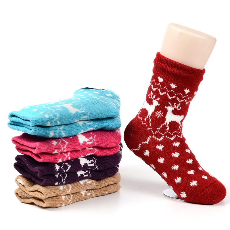 Keep your feet warm during cold months with warm winter socks from DICK'S Sporting Goods. Shop winter socks from Under Amrour, SmartWool & Field & Stream.