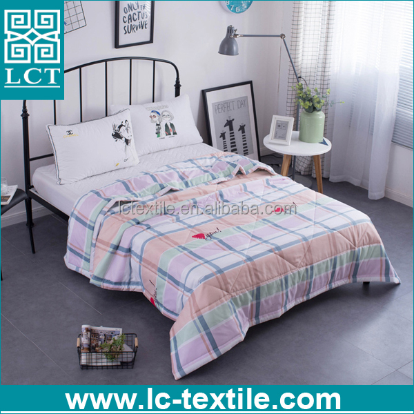 2017 amazon hot style 100% Polyester Printed Hollow Fiber Polyester patchwork quilt