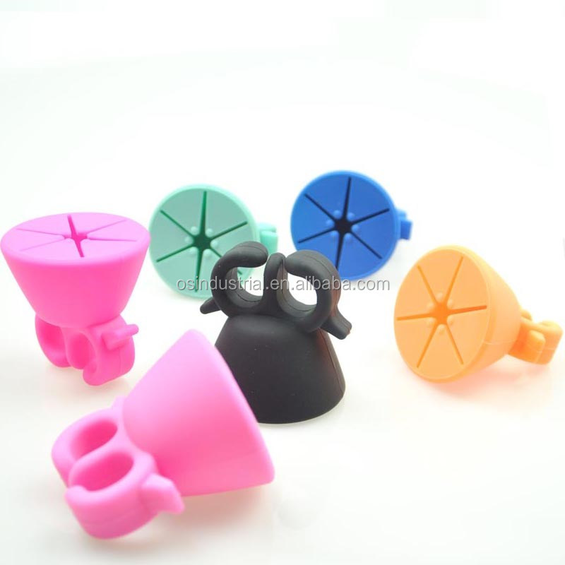 2018 New wearable finger gomma strumento nail polish bottle holder anello di silicone