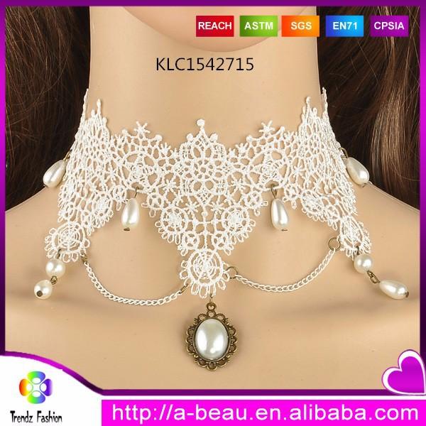 Ahueca hacia fuera el patrón de color con encanto de la perla de encaje blanco collar