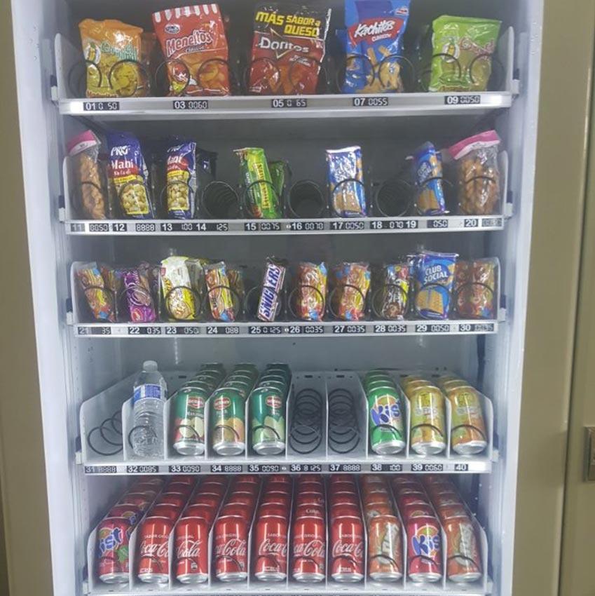 Medium combination vending machine for beverage snack