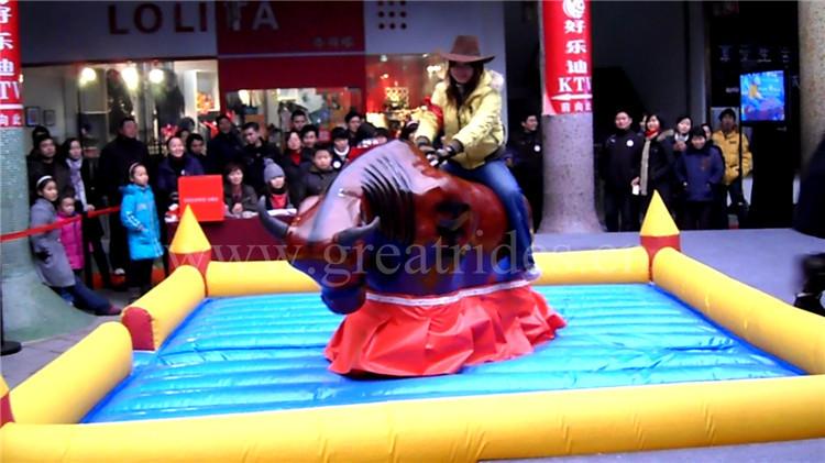 Passeios de parque de diversões inflável montaria em touro mecânico para venda barato