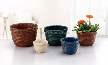 Decorazione Vasi Da Giardino : Fiori in vasi decorativi e attrezzi da giardino u foto stock