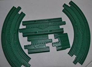 GeoTrax Curved (2), Three Inch Straight, Six Inch Straight, & Ramp All Green with Center Bump Line (Set of 5) - Replacement Piece - Classic Fisher Price Geo Trax Collectible - Loose Out Of Package (OOP) Engine Cars Track Transportation Tracks