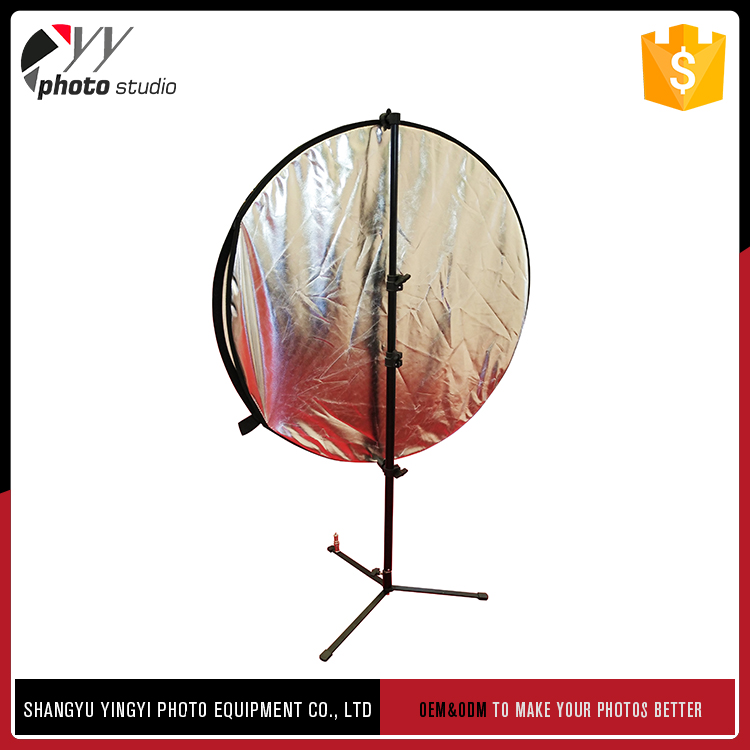 Cheap photography reflector stand to be attached to light stand directly