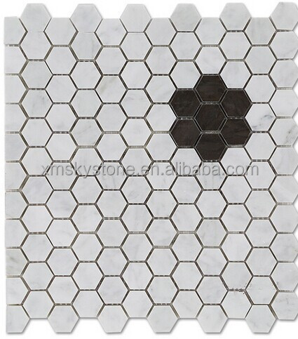 Small chip black in white marble mosaic tiles