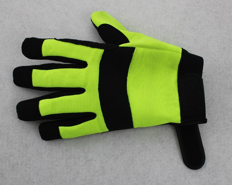 Hi visibility nitrile coated cut proof high risk work gloves