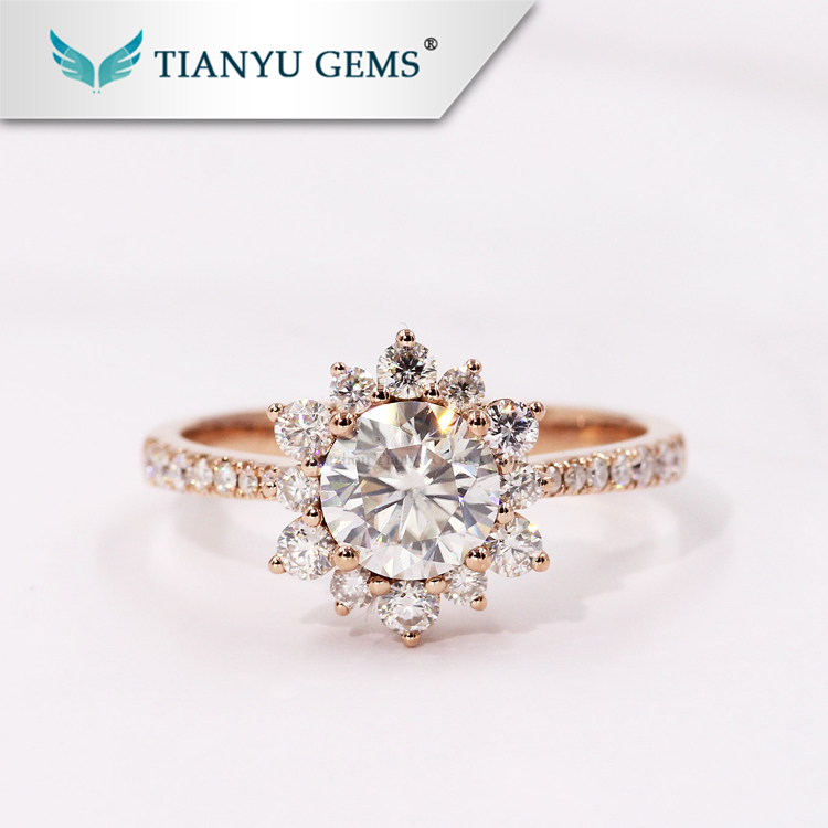 Luxury Halo solid Rose gold jewelry with 1ct foreverone moissanite diamond engagement rings