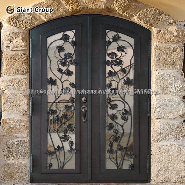 Puerta antigua de frente con cristalpuerta bonita puerta for Puertas de hierro forjado modernas para casas