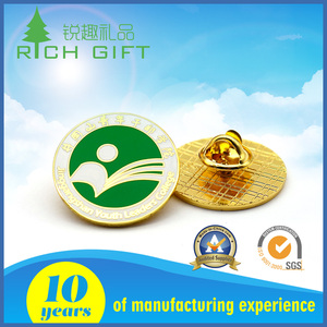 Wholesale products custom carved logo fashionable metal painted pin badges for gift promotional