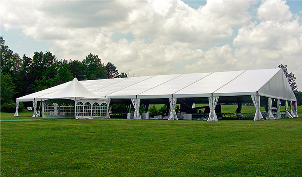 Quick Set-Up & Removal – As a clear span tent has no poles or support columns, it is extremely easy to install and uninstall.