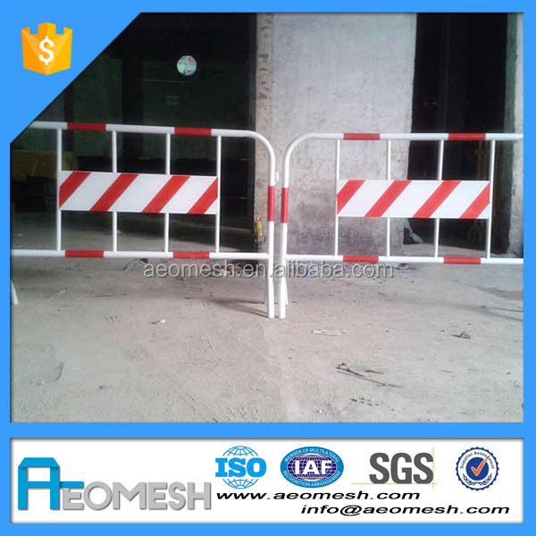 Road traffic expandable barrier/traffic safety barricade Black & Yellow