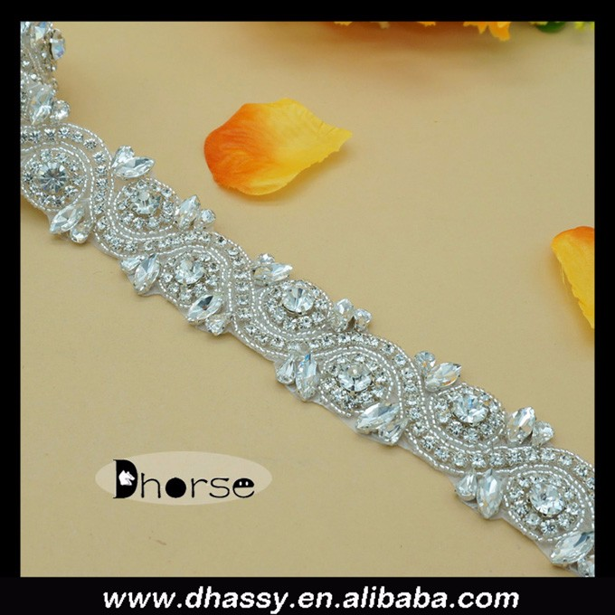 2016 Wholesale bling silver bead crystal decorative hotsale strass/rhinestone trimmings for bridal