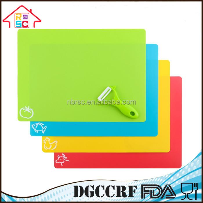 FDA standard BPA FREE 4 piece Flexible Plastic Kitchen Food Chopping Mat Cutting Board