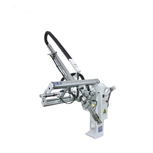 Fast delivery pneumatic drive robot arm for injection molding machine