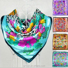 China Fashional Silk Scarf/Scarves