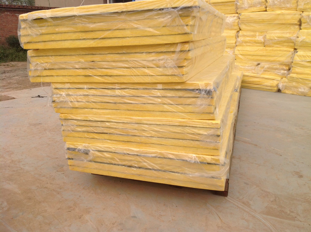 Fire resistant semi rigid glass wool insulation panel with for Fireproof vapor barrier