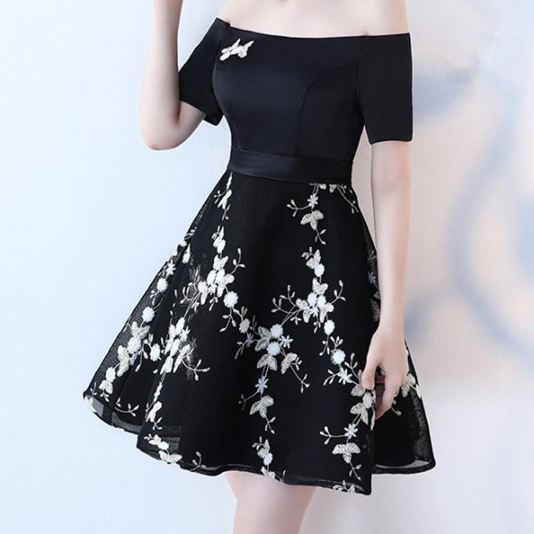 Baru Desain Fashion Wanita Ukuran Pakaian Gaun Renda Bordir Gaun