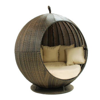 Round Rattan Cosy Outdoor Daybed With Canopy