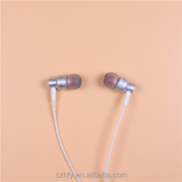 For smartphone MP4 , factory price fashionable 3.5mm earphone with MIC and stereo