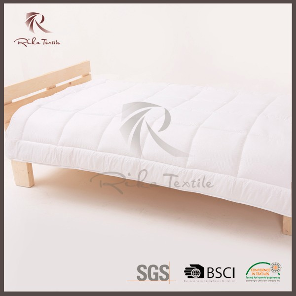 christmas new product soft luxury comfortable bed sheet quilt with cotton fabric or polyester fabric
