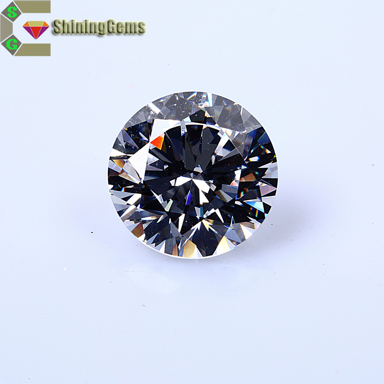 Machine cut white round cubic zircon gems