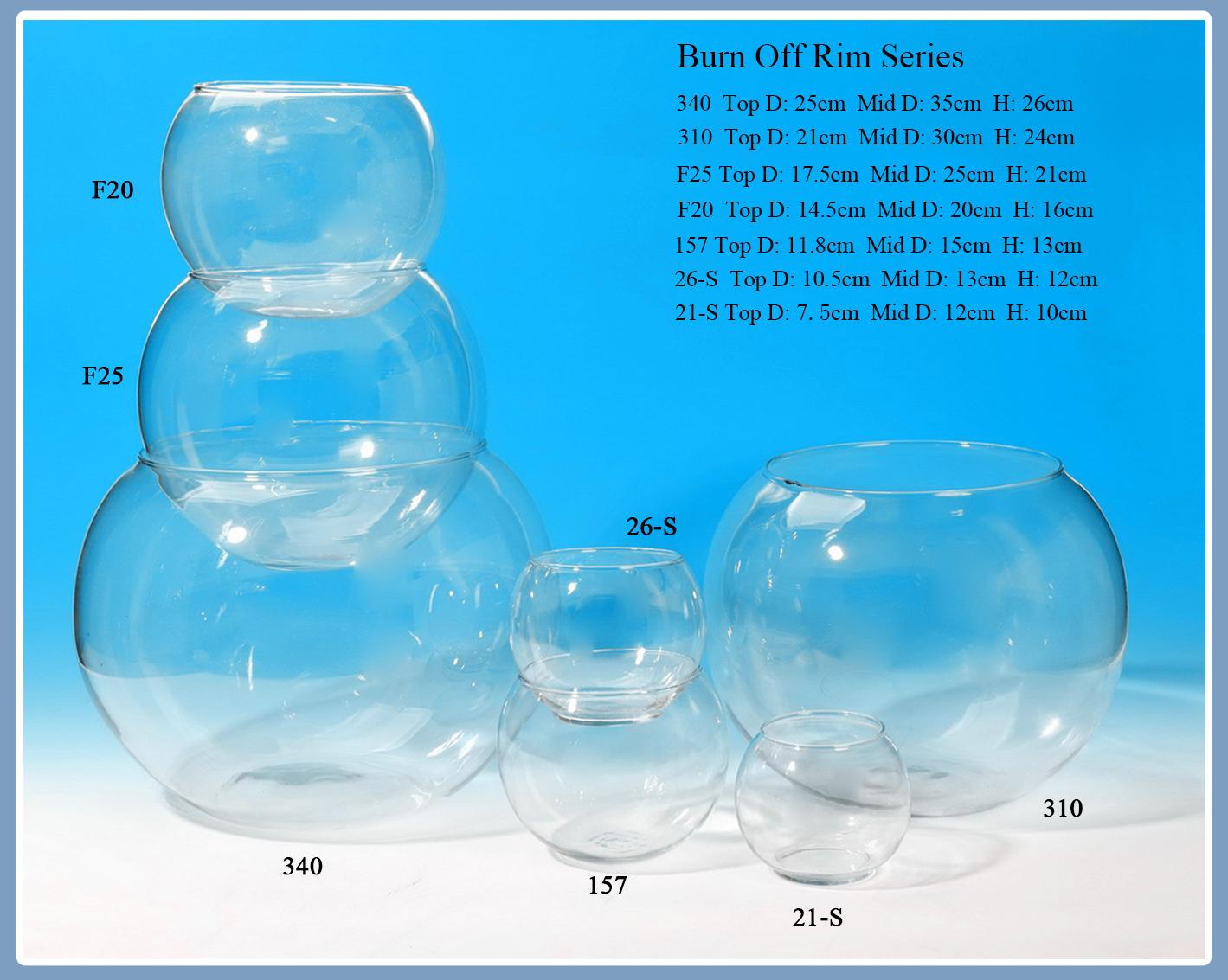 Человек выдувная рука сделал прозрачное стекло Fishbowl с 3 ножками