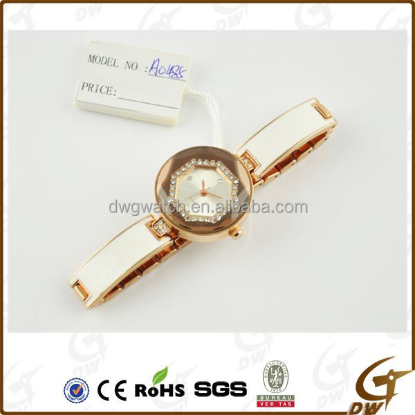Womens Watches Lady Wristwatches Fashion Alloy Geneva Quartz Watch Latest Vogue Watch