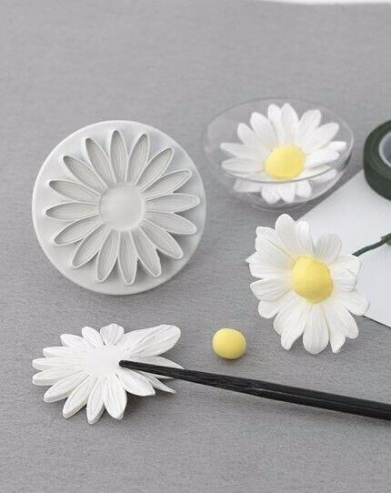 Customizable safe and non-toxic plastic flower plunger cutter set.jpg