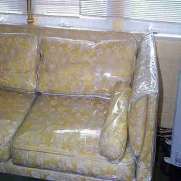 Clear plastic furniture covers roselawnlutheran for Housse pour sofa