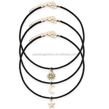 collier ras de cou noir signification