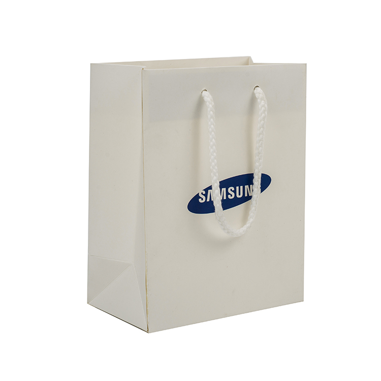 Wholesale fashion customised luxury jewelry paper bag with logo