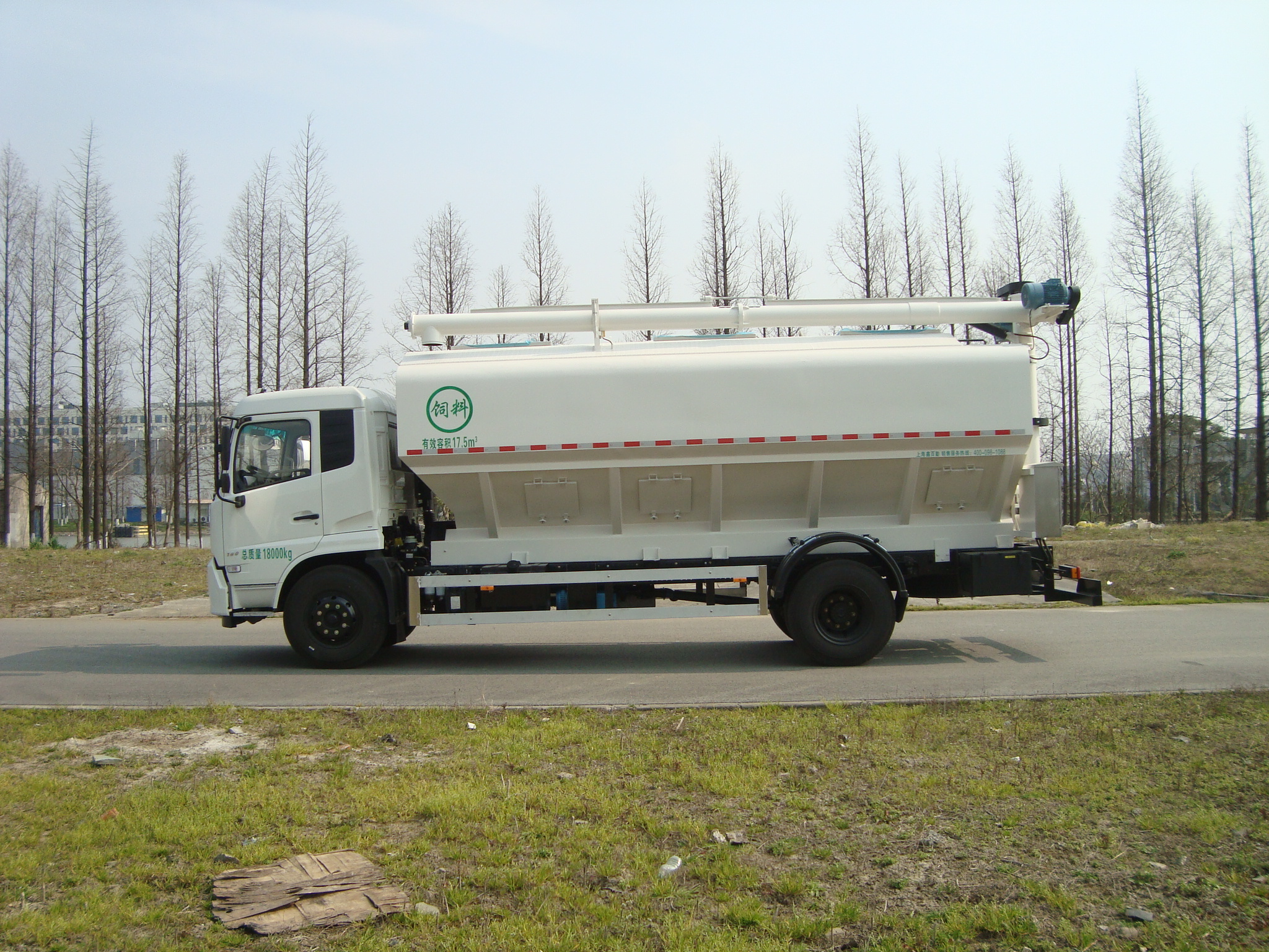 competitive price bulk feed tanker truck via dongfeng