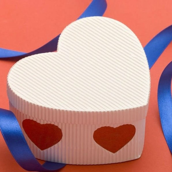 Wedding sweet boxes corrugated paper heart shape packing box