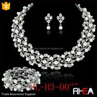 Factory Directly Yiwu Bridal Necklace Set With Clear Rhinestone Pearls Strecch Bracelet Wedding Jewelry Set