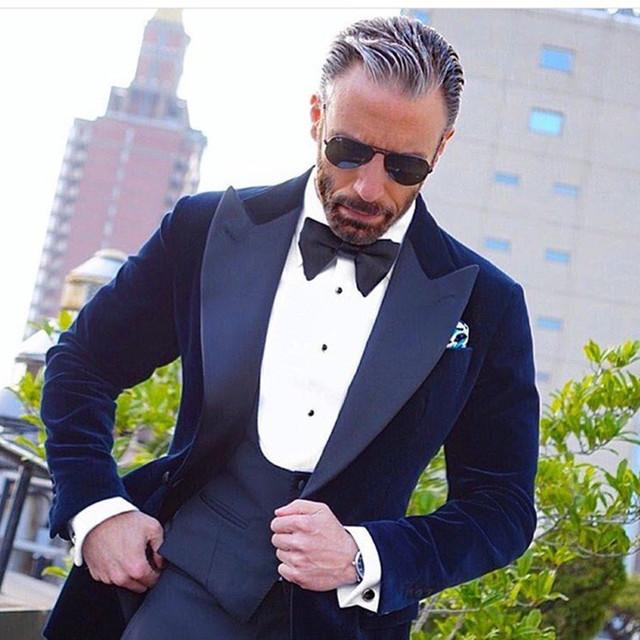 NW015 nuevo diseños de pantalón y abrigo azul real de novio traje de los hombres  trajes 409bac74f87d
