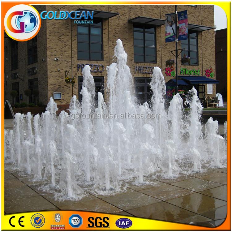 Juegos de agua fuente de agua antigua plaza pública de niños jugando ...