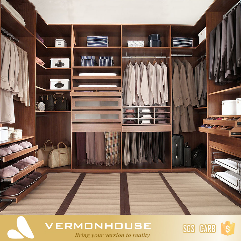 Modern-Style Fancy Walk In Wardrobe Closet