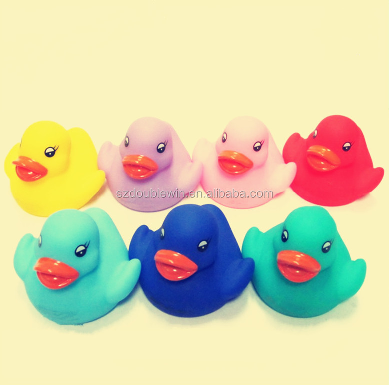 China manufacturer rubber mini yellow duck led flashing toy led color flashing bath duck