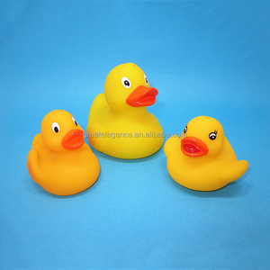 Eco-Friendly Floating Yellow Plastic Squeeze Rubber Bath Duck with Logo for Bath