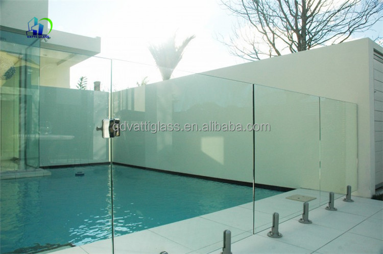outdoor glass wall panels
