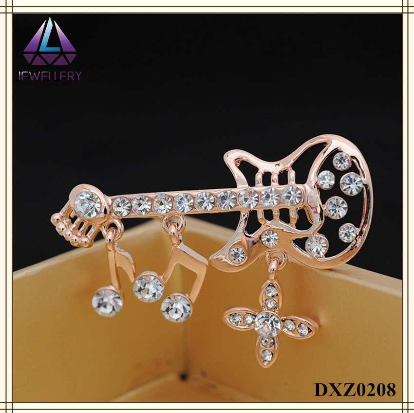 Gold Plated Jewelry Clothes Sweater Accessories Simple Delicate Crystal Men Wedding Pin Guitar Brooch