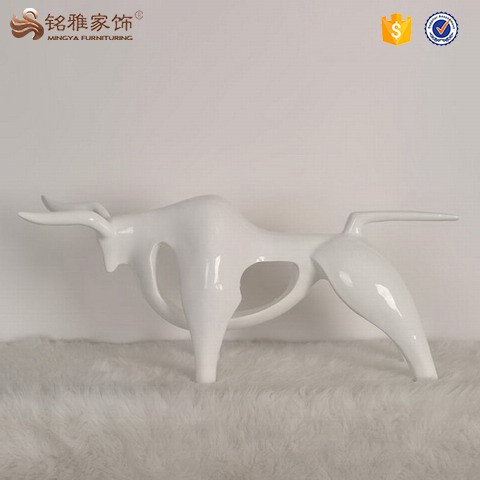 Resin animal statue abstract cow decoration for table