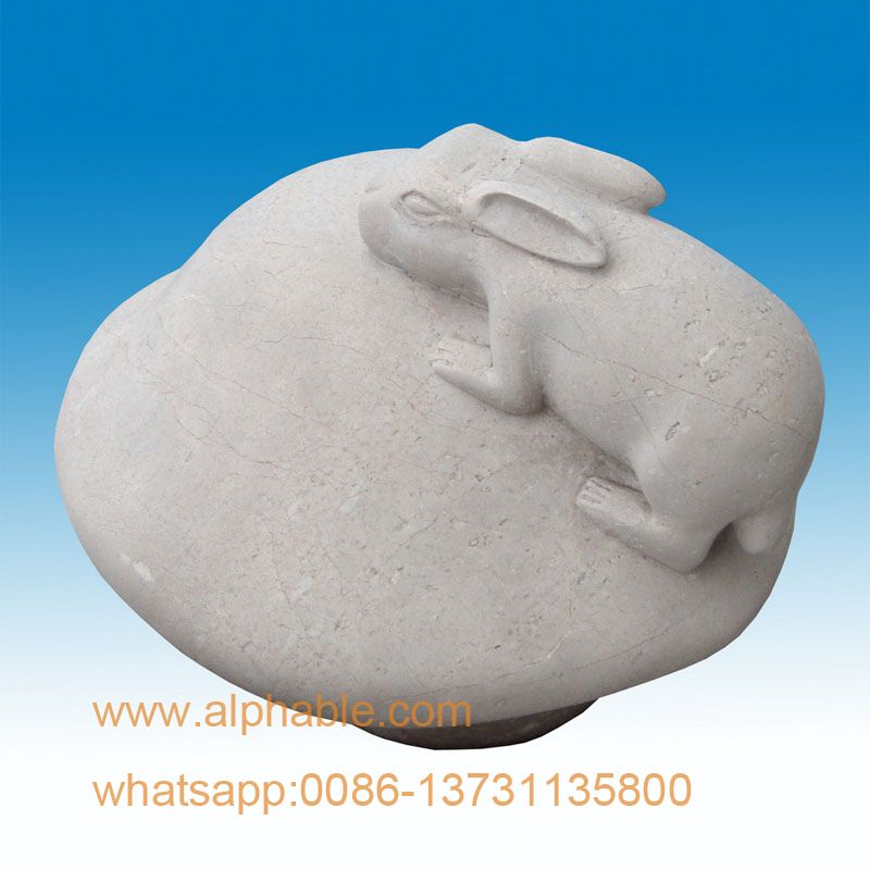 Marble rabbit on mushroom design garden stone sculptures
