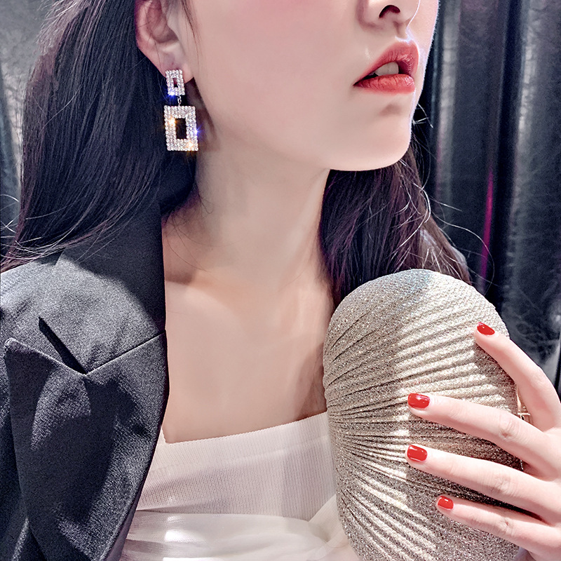 Bersinar Hypoallergenic 925 Sterling Silver Tongkat Hollow Double Layer Persegi Panjang Anting-Anting Imitasi Twilight Berlian Imitasi Anting-Anting